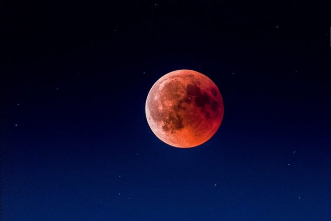 Bookings For Scenic Blood Moon Qantas Flights Are Starting Soon